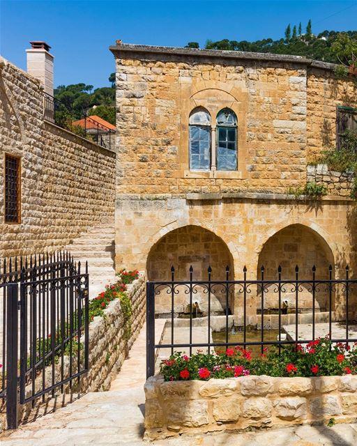 Antiga casa libanesa em Deir al-Qamar, Monte Líbano. Uma autêntica peça da... (Dayr Al Qamar, Mont-Liban, Lebanon)