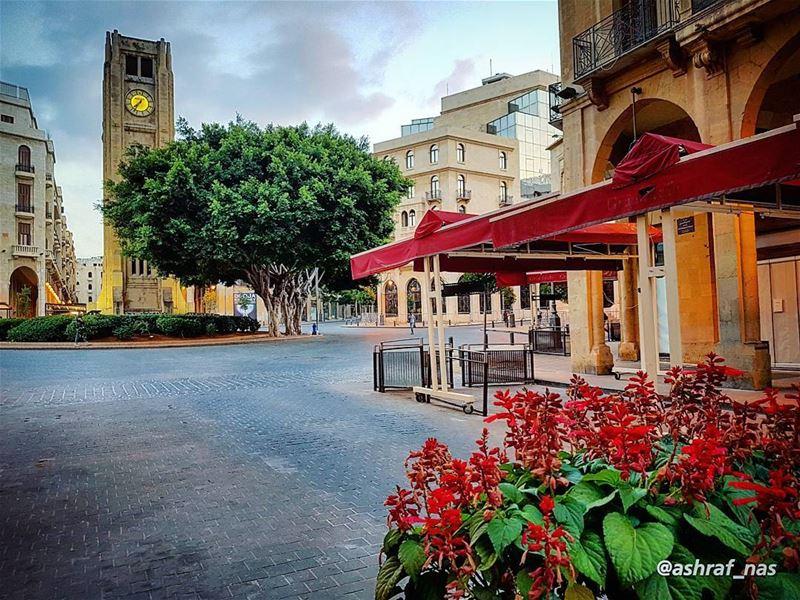 يا هوا بيروت يا هوا الإيامإرجعي يا بيروت بترجع الإيام... livelovetyre ... (Beirut, Lebanon)