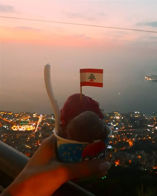 🇱🇧 icecream solves everything 🍨 jounieh sunset icecream jouniehbay ... (Jounieh, Liban)
