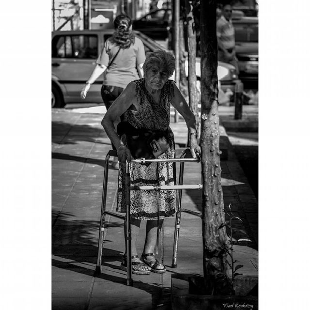 bnw  blackandwhite  street  photography  old  woman  sidewalk  walking ...