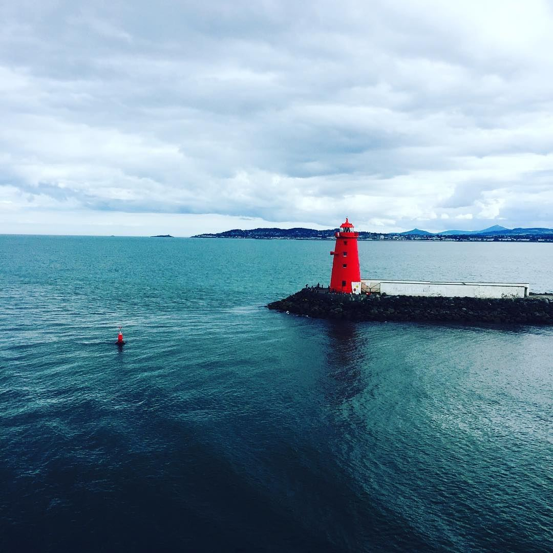 No man is an Island ...looking forward to the coming days with... (Phare de Poolbeg)