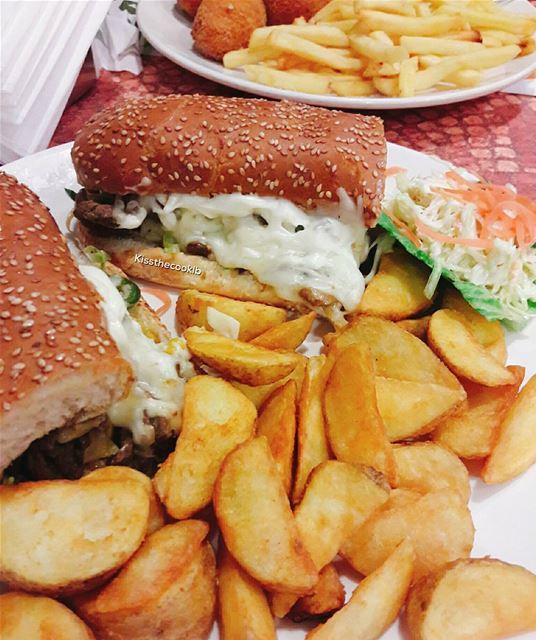 As happy as can be 😊 kissthecooklb delicious lebanon zomatolb yumyum... (Al Saniour)