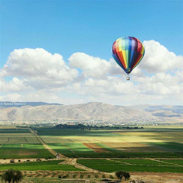 🇱🇧 Desejamos a todos um bom dia com esta linda foto do Vale do Bekaa,... (Beqaa Valley)