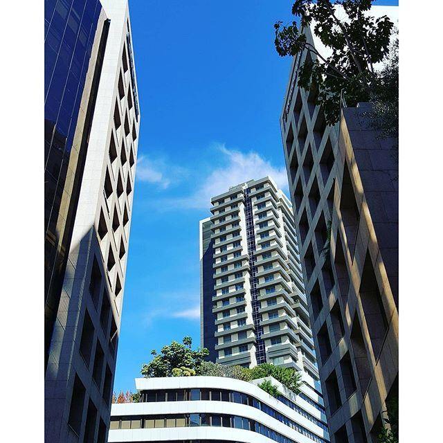 Giant urban towers by @lenajib @livelovearchitecture @liveloveachrafieh (Sofil)