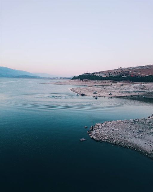 ɴᴀᴛᴜʀᴇ ɪs ᴘʟᴇᴀsᴇᴅ ᴡɪᴛʜ sɪᴍᴘʟɪᴄɪᴛʏ. (Lake Qaraoun)