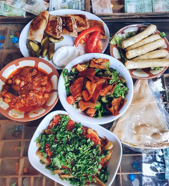 United Middle Eastern table. Which one is your fav? 🍲 Сегодня к х̶л̶е̶б̶о̶
