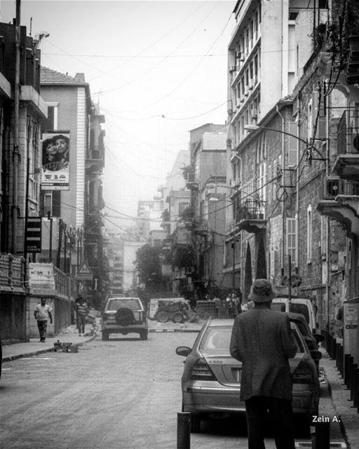 gemmayze old man streetphotography lebanonspotlights buildings ... (Jemmayze)