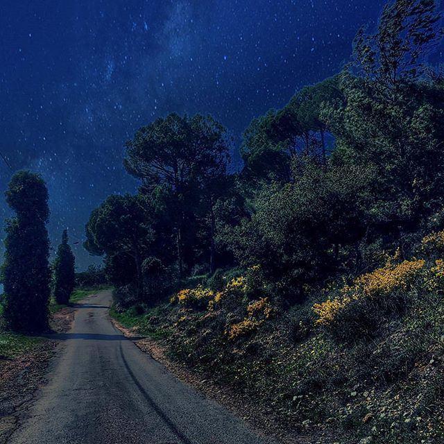 Stary night! @livelovedeirelkamar @livelove.chouf by @sarar_hilal (Deir el Qamar)