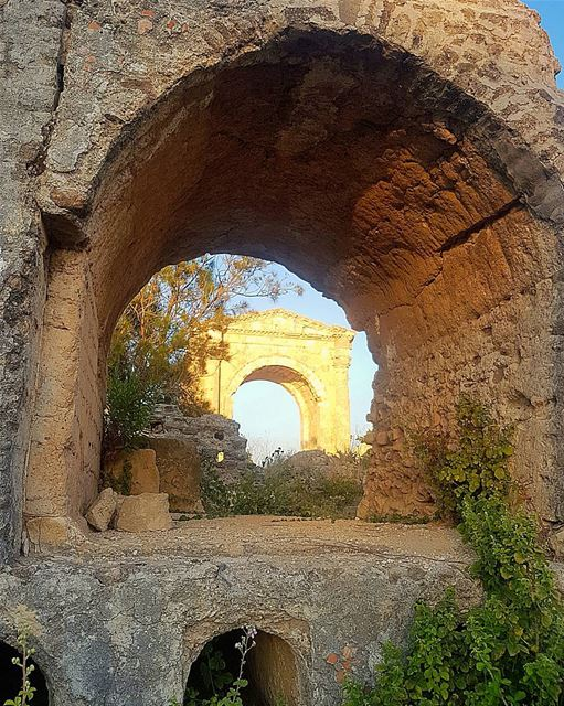 My take on the historical roman ruins of tyr sour heritage history ... (Tyr , Liban)