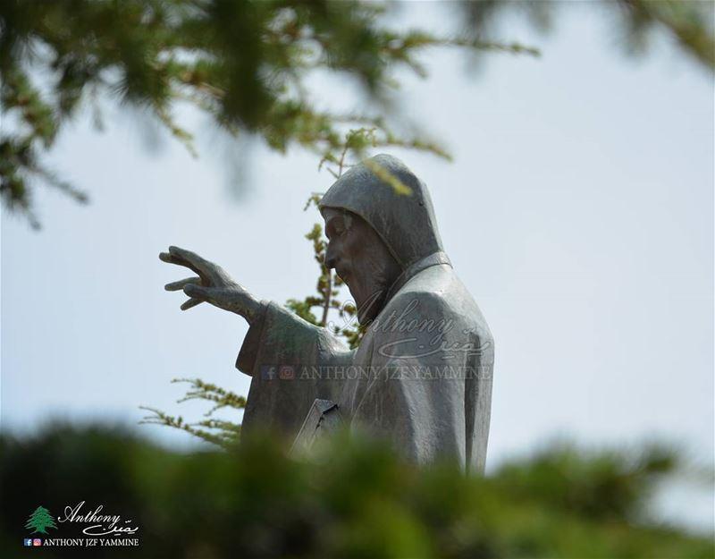 """تذكّر منيح إنّو ما فيك توقف بوجه الشيطان إذا ما فيك تركع قدّام الله. """" مار..."""