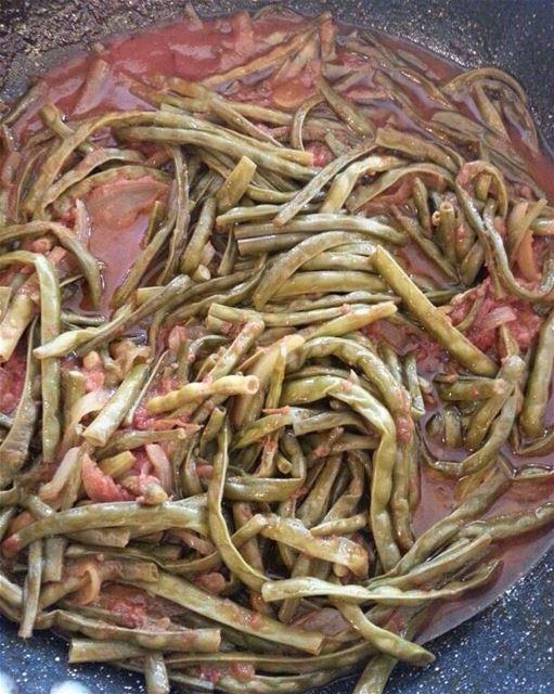 LUNCH ALERT!! Loubyeh B Zeit 😊😊 beirutfood beirutbellies ... (Em's cuisine)