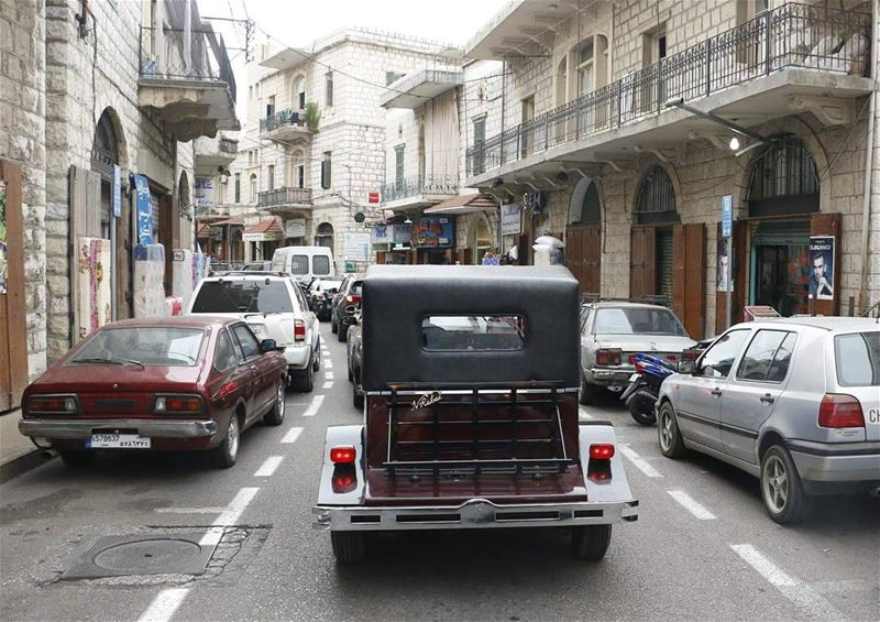 Where are u going pal?  ontheroad  inthecity  vintage  cars  vintagecar ... (Aley)