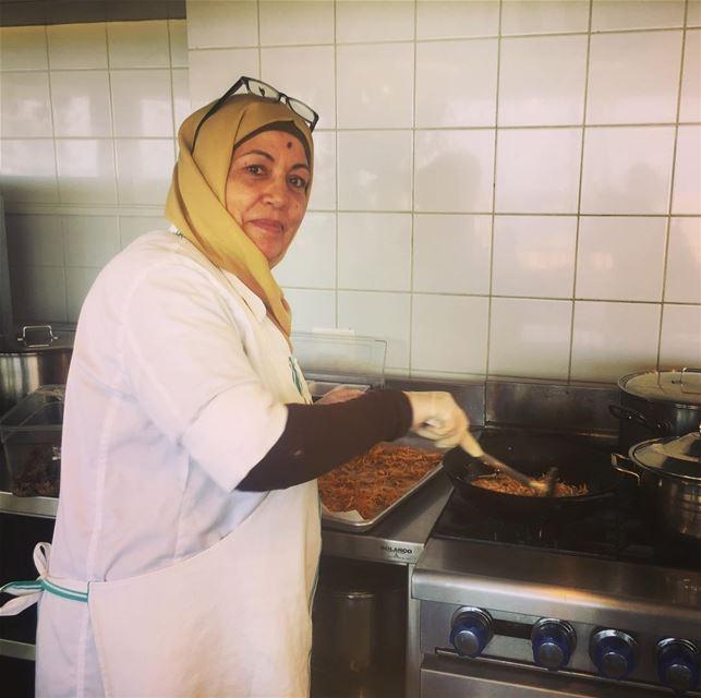 Shou tabkha al mama lyom ?... At Tawlet Saida, Anise is frying some Basal (