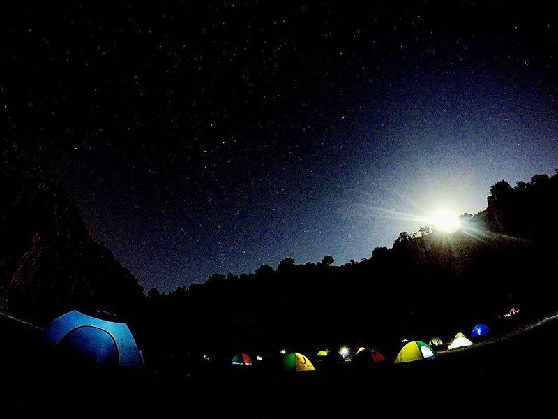 FiveBillionStarHotel Stars Moon Tents Camping MajdelTarchich ... (Majdel Tarchich)