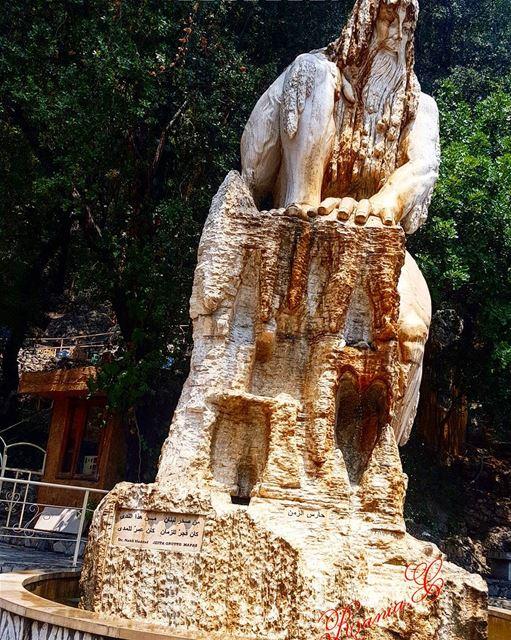 حارس_الزمن من صخر لبنان من هذا الندىكان فجر للزمان كان عمر للمدى... (Grotte de Jiîta)