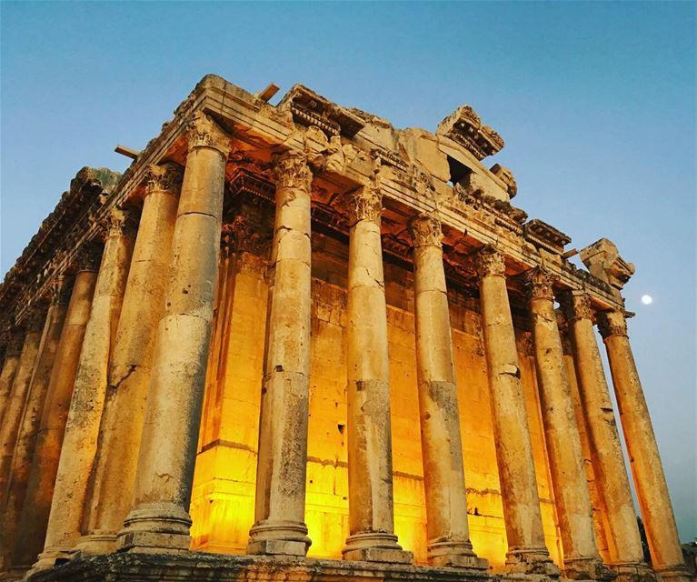 Temple 🏛 & Moon 🌙. baalbeck cityofthesun lebanon livelovelebanon ... (Baalbek, Lebanon)
