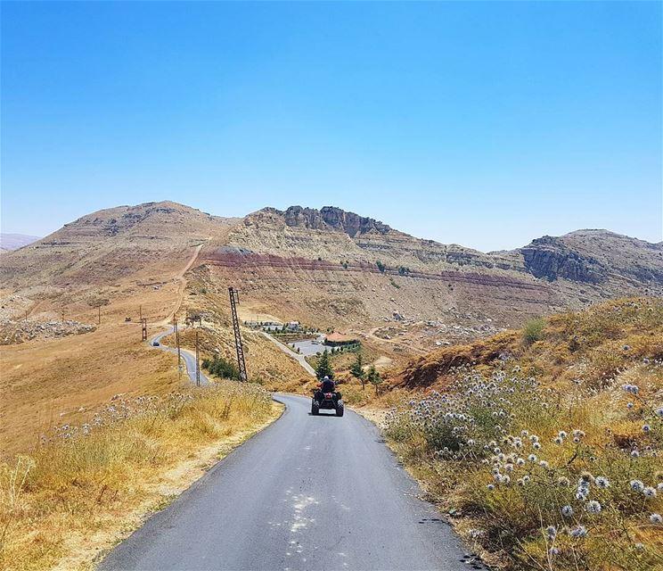 Go out and explore🇱🇧🇱🇧 adventuretime mountainsoflebanon roadtrip ... (El Laqloûq, Mont-Liban, Lebanon)