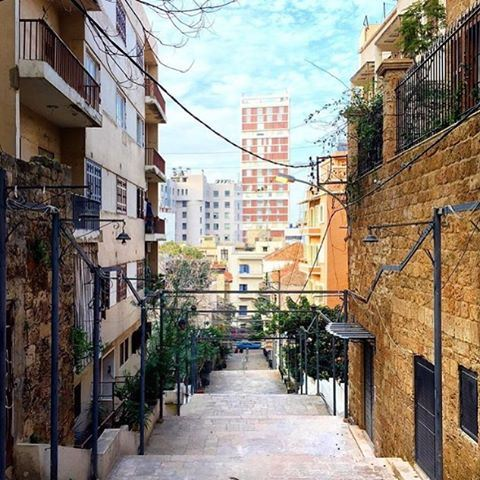 Inside the tiny streets of @liveloveachrafieh with @catkhoury @livelovearchitecture (St Nicolas Stairs)