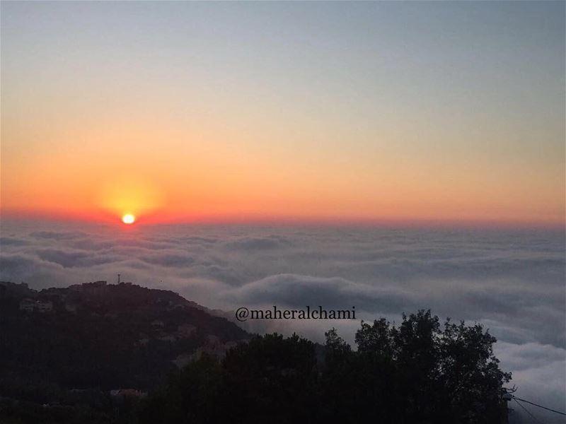 سبحان الله 🌞. .sunset in 🇱🇧. above the sky. . . sunset sunsetlovers... (Dhour choueir)