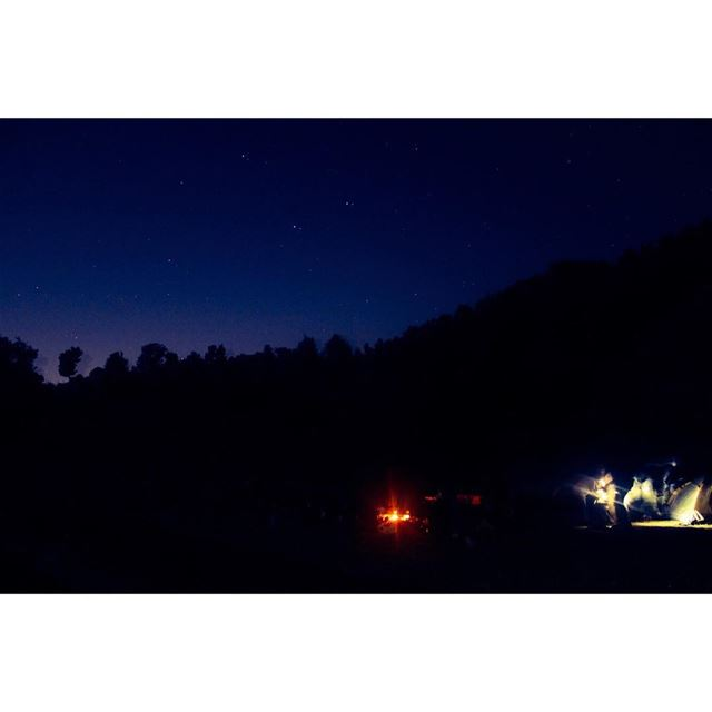 Camping under the stars ⭐️💫🏕🌠🌌 camping stars sky tents fire ... (Ehmej, Mont-Liban, Lebanon)