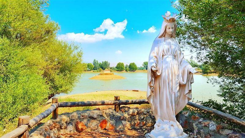 عندما قررت السماء أن تبتسم للكون .. أرسلت مريم العذراء أمَّاً ❤ (دير تعنايل)