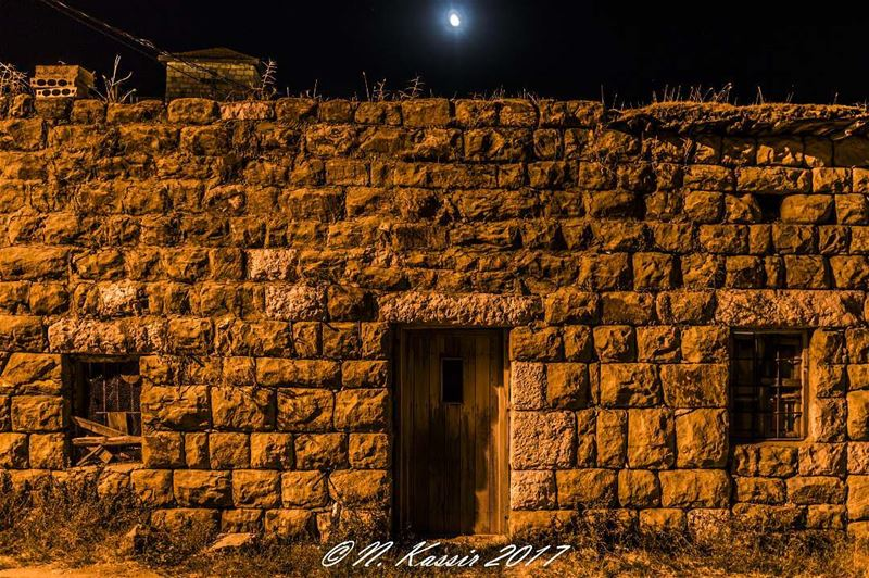 house moon nightlifephotography stones mountain ngconassignment ... (Baskinta, Lebanon)