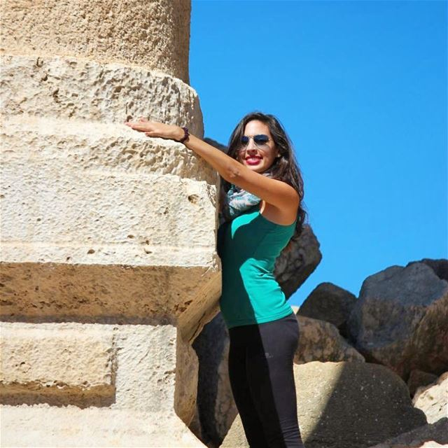 I love you old column 💓 girl hug architecture fakra temple ruins ... (Kfardebian village)