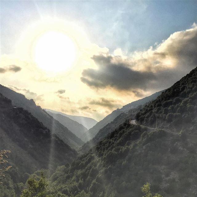 Good morning 🌞 Mountains Sun Valley Road LiveLoveLebanon ... (Bteghrîne, Mont-Liban, Lebanon)