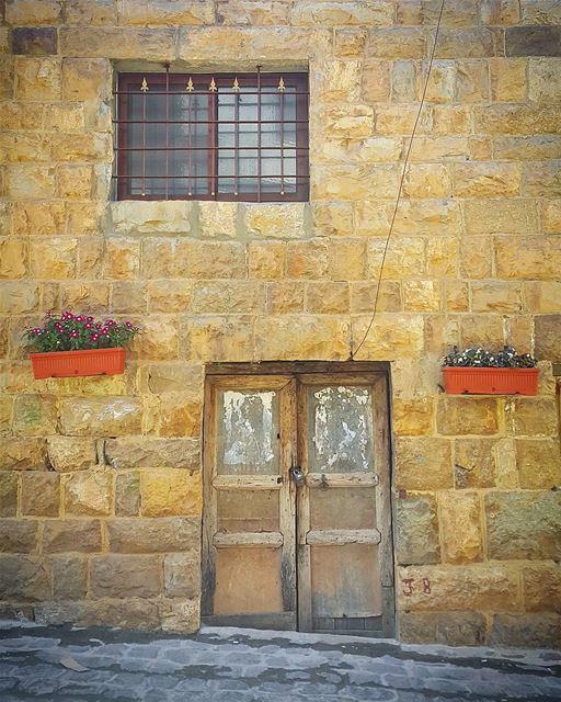 A very little key can open any door 😇🏠 (Bekaa Kafra)