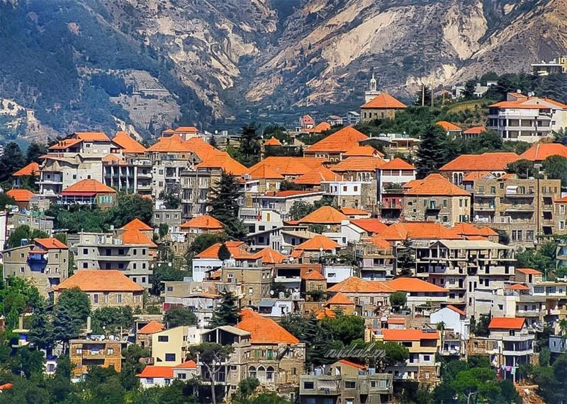 Ladies & Gents please meet the beautiful village of hasroun 🏠🏡🏠 thanks... (Hasroun)