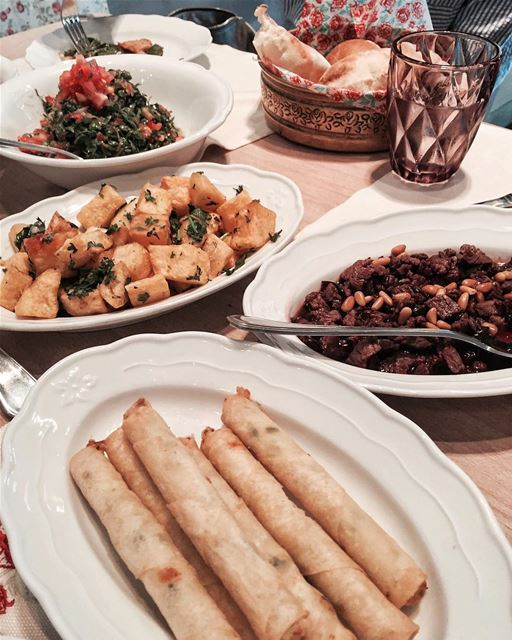 Anyone for some Lebanese Mezze🇱🇧? @leilaminlebnen Beirut food foodporn... (Leila Min Lebnen)