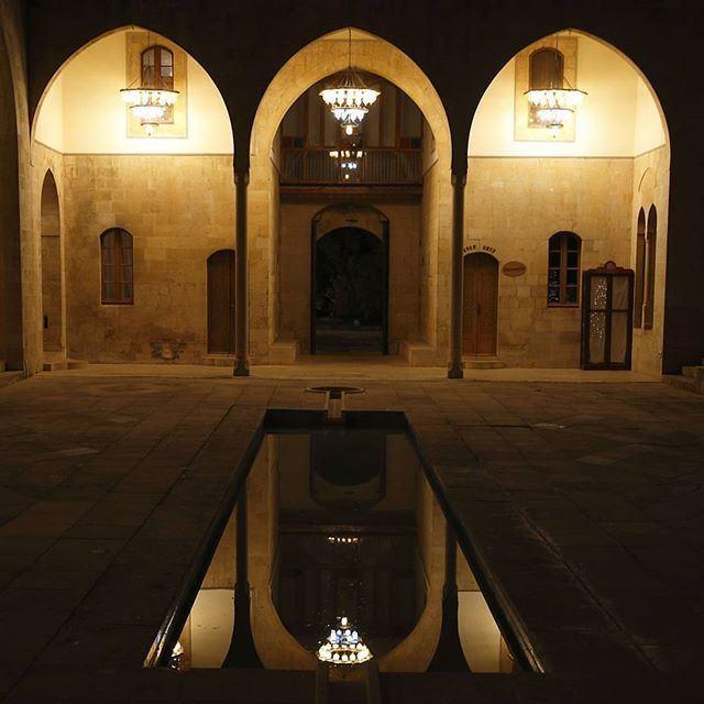Mit layla wa layla @livelovedeirelkamar @livelove.chouf @livelovearchitecture by @kelkadi19 (Mir Amin Palace Hotel)