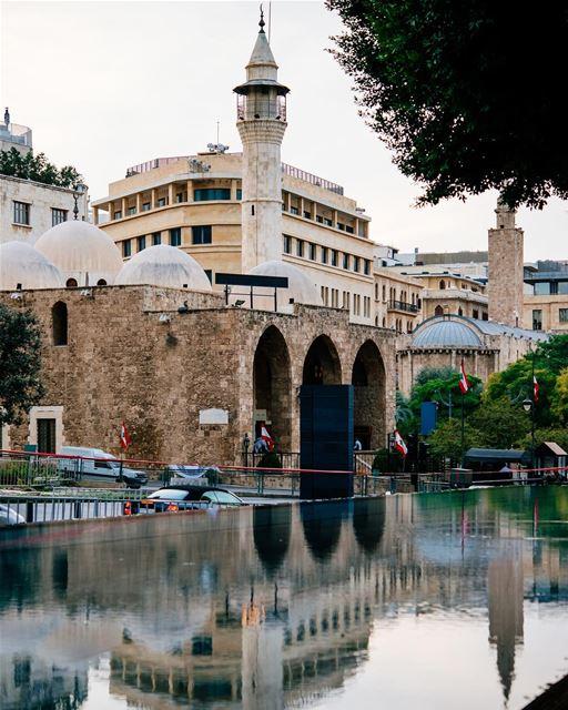 Situado no outro lado da rua onde está o luxuoso hotel Le Gray e projetado... (Downtown Beirut)