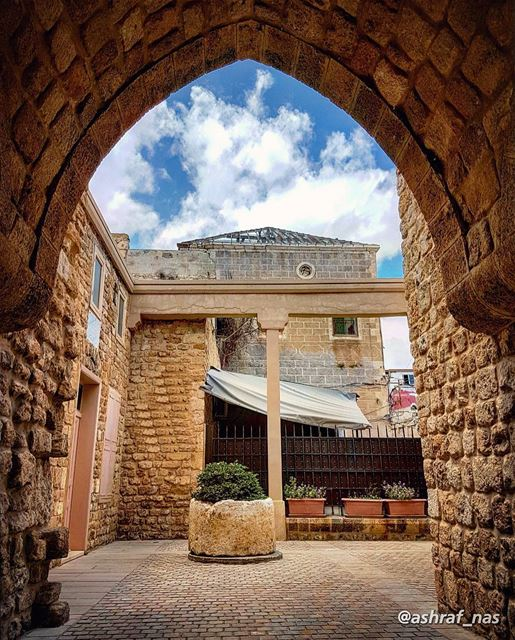 سنرجع يوماً إلى حيناونغرق في دافئات المنى...سنرجع مهما يمر الزمانوتنأى ا (Tyre, Lebanon)