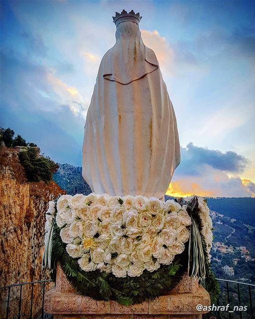 أناجيك في سري وفي القلب حسرةٌوفي العين دمع دافق غزير...وفوق الربى حيث الت (Jezzîne, Al Janub, Lebanon)