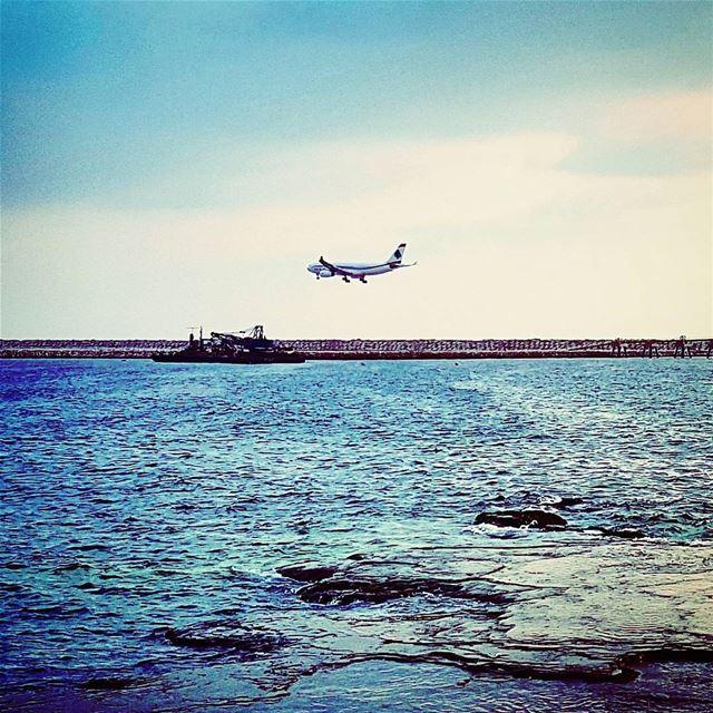 Atterrisage final phase landing atterrissage mediterranean sea mea ... (Beirut, Lebanon)