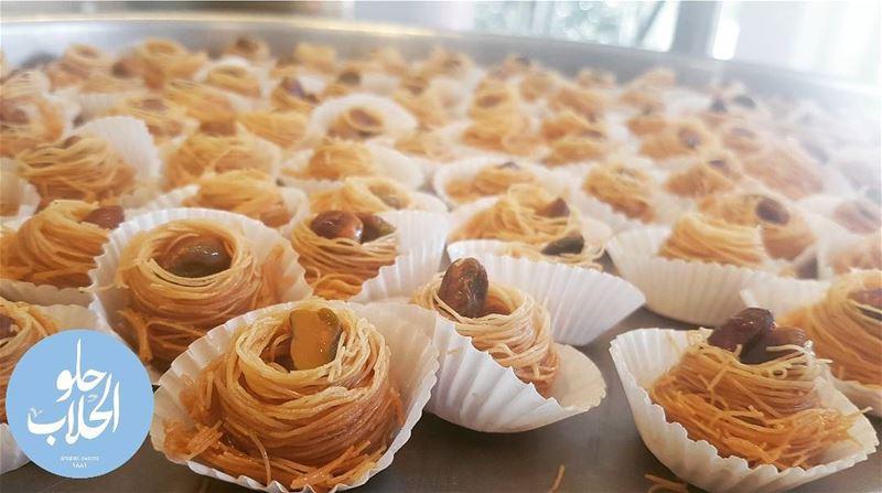 أطيب بقلاوة عش البلبل عند الحلاب 😍👌😁 ----------------------------------- (Abed Ghazi Hallab Sweets)