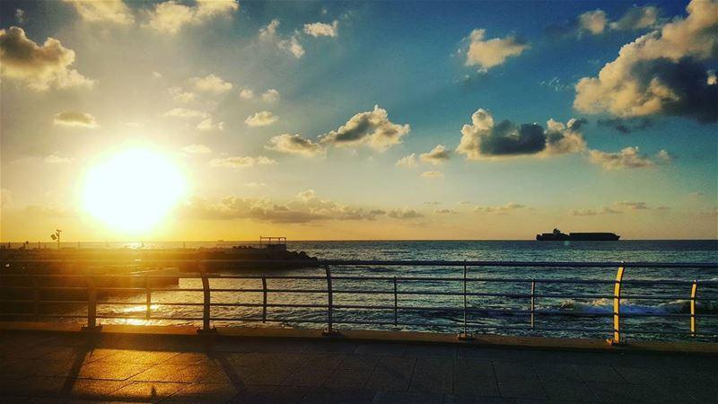 whatsuplebanon eyesoflebanon meetlebanon lebanonpictures ... (Raouche, Beirut)