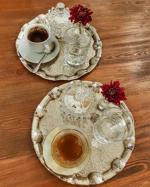 Arabic coffee vs Zghurat ☕⚘ @uptownbeirutlbИдеальный арабский торт - это о (Dbayeh, Mont-Liban, Lebanon)