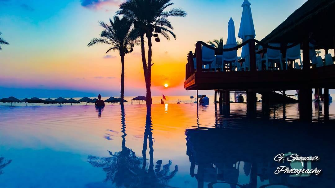 A mesmerizing sunset after a wonderful day at the beach 🏊♂️🌞 ______🔴⚪⚪� (Janna Sur Mer)