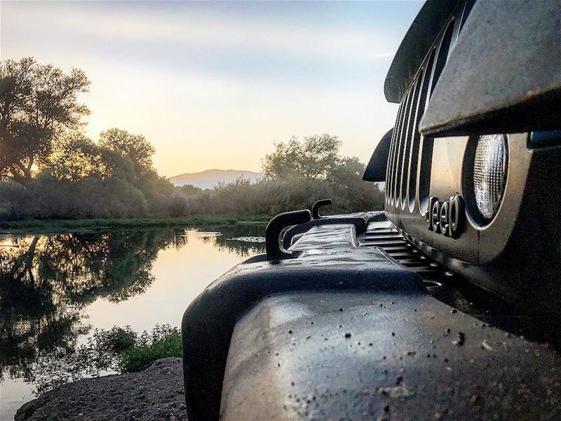Sunset 🌅 😎🌝@seven_slot_battalion jeep jeepjk jeepbeef @jeepbeef ... (Kafr Zabad, Béqaa, Lebanon)