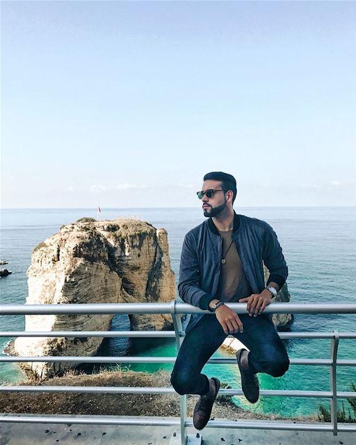 انا اللي مايهمه المظاهرعندي قلب وحب ومشاعرعايش يومي وناسي هموميومخلي حيا (Beirut, Lebanon)