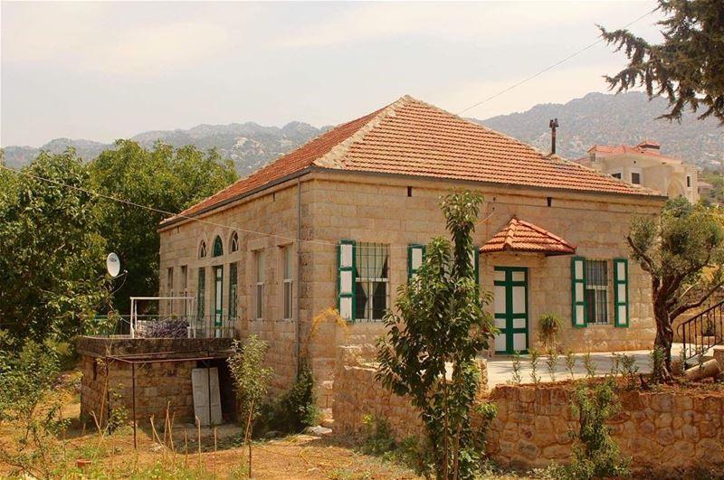 traditionaldesign tarditional lebanesehouse amazingview ... (Douma, Liban-Nord, Lebanon)