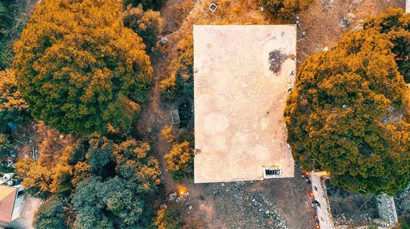 An old house, a few trees and a sunset to enjoy 🇱🇧🚁🇱🇧🚁📍Drone: DJI... (Ballouneh, Mont-Liban, Lebanon)