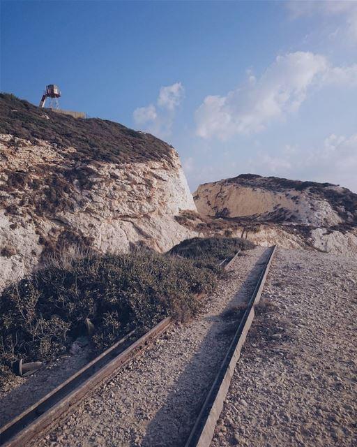 ᴀɴ ᴏʟᴅ ʀᴀɪʟᴡᴀʏ ʟᴇᴀᴅɪɴɢ ᴛᴏ ᴘᴀʟᴇsᴛɪɴᴇ (Naqoura Beach , South Lebanon)