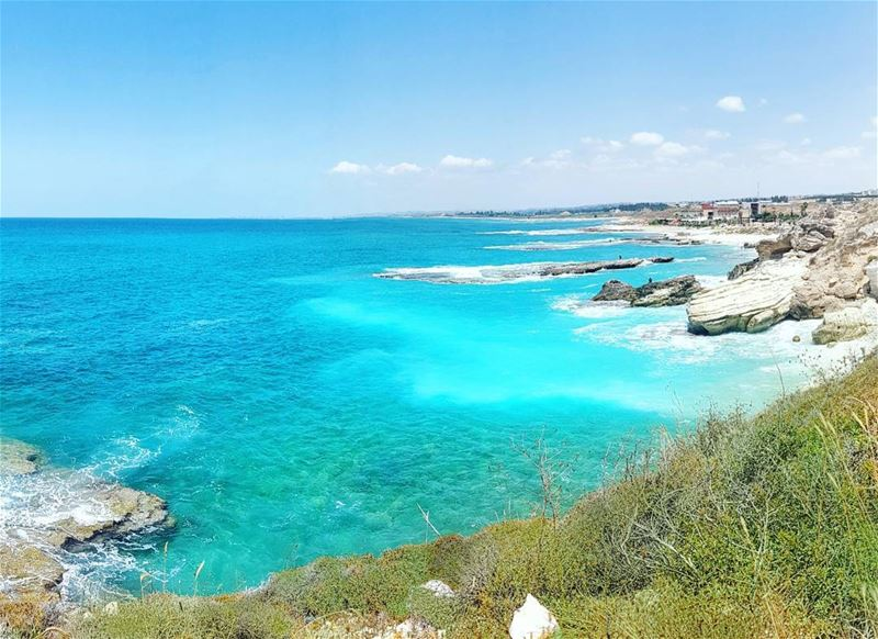 Our stunning coastline in the south... 💙 💙 💙 Hiking on this cliff and... (Bayadah, Al Janub, Lebanon)