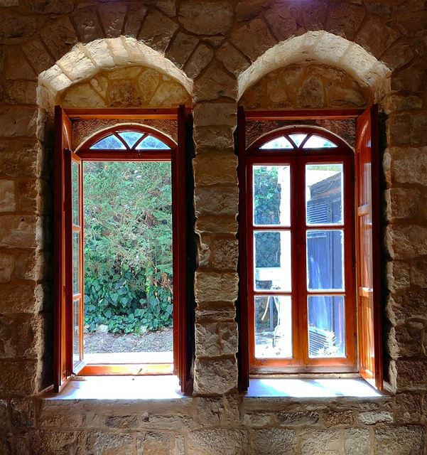 Ghassan_Yammine livelovelebanon whatsuplebanon window oldhouse charm... (Deïr El Qamar, Mont-Liban, Lebanon)