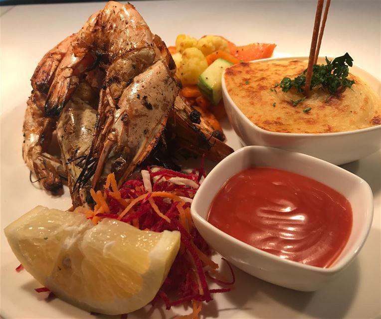 🦐🦐🦐 🥔 🍋 shrimps gambas potatopuree lemon lebanon beirut ...
