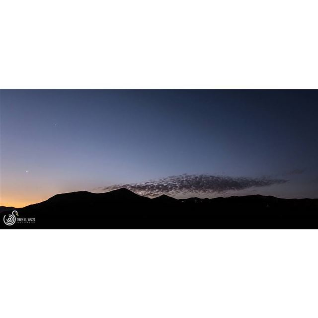 A beautiful, serene sunrise, with the Moon, Venus and some scattered... (Arz Tannoûrîne)