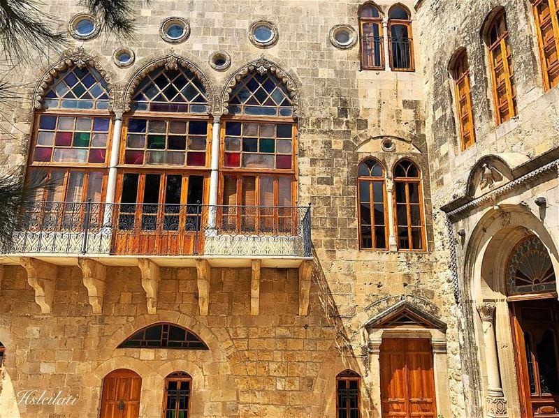 Stop looking at the walls,look out the window 😍 insta_lebanon ig_lebanon... (El-Mukhtarah, Mont-Liban, Lebanon)
